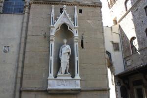 St. George van Donatello aan de buitenkant van Orsanmichele, in opdracht van...de wapensmid-gilde. ('t is inmiddels een replica)
