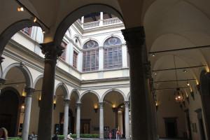 Leuk feitje: Renaissance architectuur richte zich op balans. Deze zuilen net exact net zo lang als dat de gangen breed zijn.