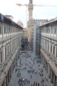 Links en rechts de Uffizi hallen. Palazzo Vecchio op de achtergrond.