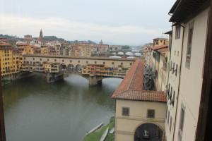 Zicht op de Vasari Corridor waar we straks doorheen gaan.
